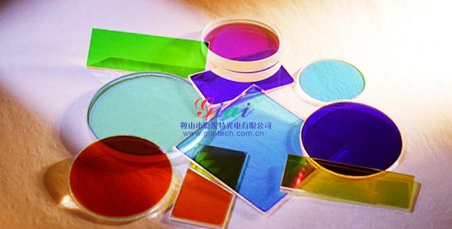 目前晶体硅光伏电池使用的减反射膜材料是氮化硅